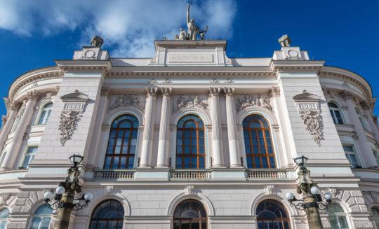 Warszawska uczelnia ponownie w opałach