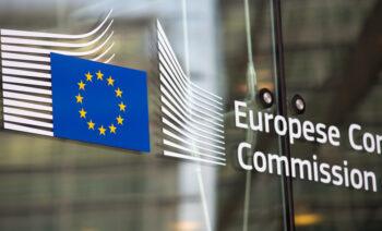 Komisja Europejska przyjęła standardowe klauzule umowne